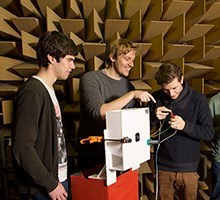 Students at DTU Elektro's Anechoic Chamber (Photo: Mikal Schlosser)
