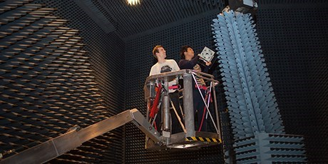 Students working in the radio anechoic chamber (Photo: Sonja Iskov)