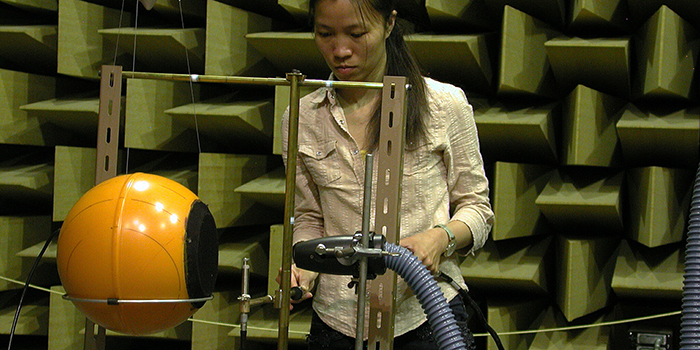 Testion in the Anechoic Chamber (Photo: DTU Elektro)