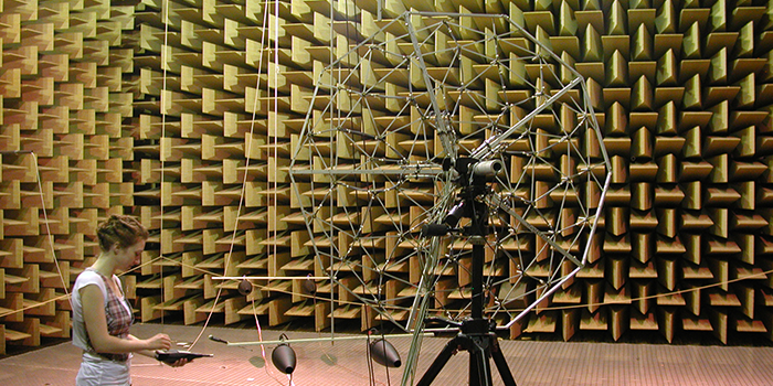 Testing in the anechoic chamber (Photo: DTU Elektro)